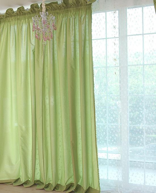 捏褶花边式绿色窗帘;