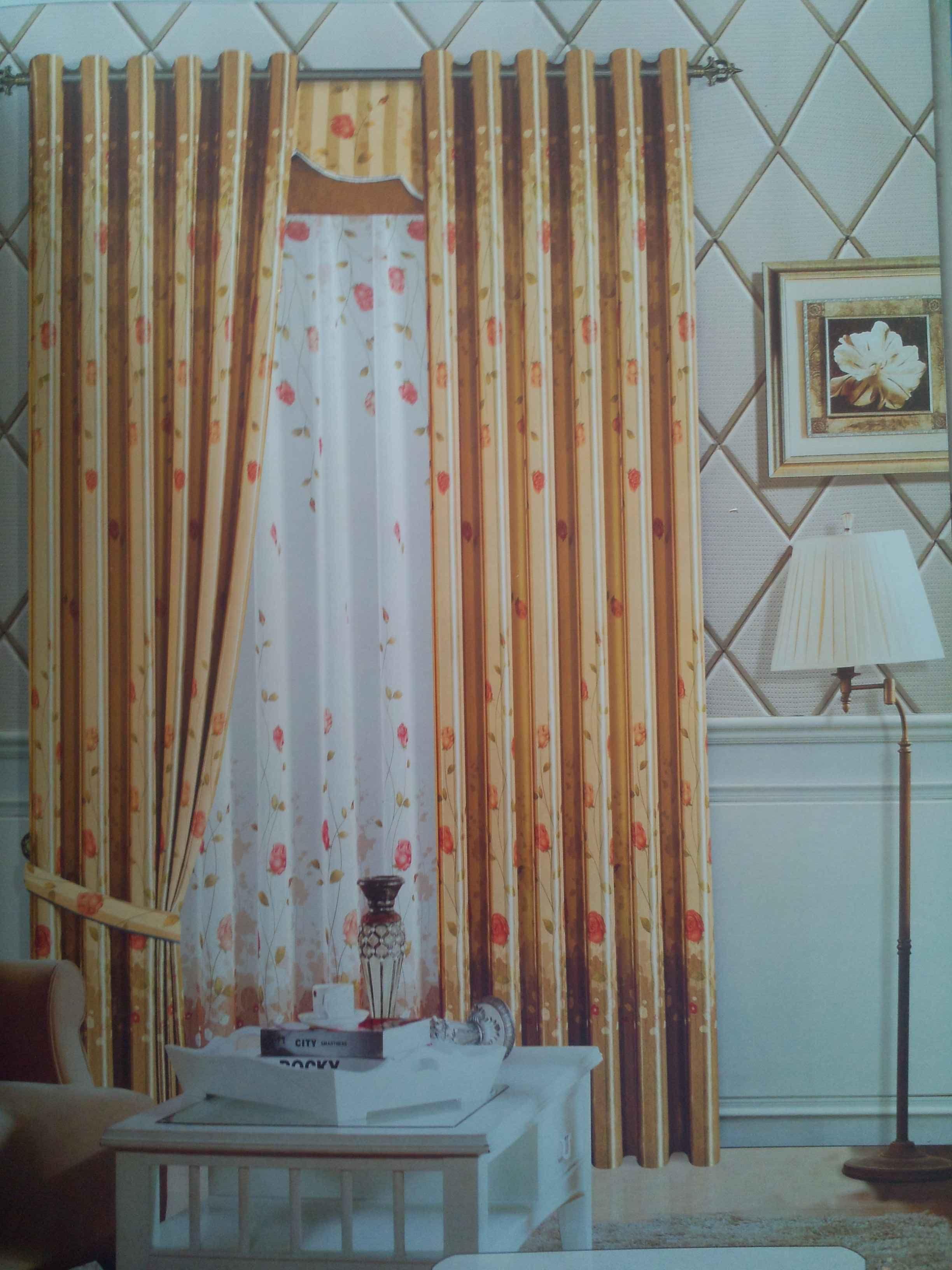 黄色窗帘图片